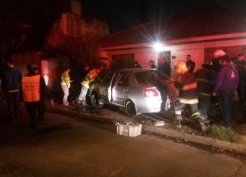 Justicia por mano propia en Adrogué: le tiró el auto encima a un motochorro que asaltaba a una transeúnte