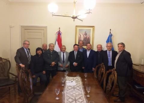 La Multisectorial de residentes paraguayos consiguió el compromiso del embajador para quitar los aranceles