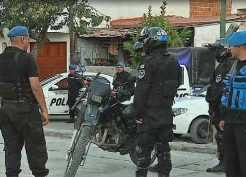 Suma tensión en San Isidro: le quisieron pegar a un fiscal y a policías en un allanamiento