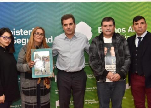 Ritondo recibió a familiares de un joven asesinado en Avellaneda