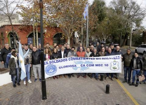 Almirante Brown: vecinos y autoridades homenajearon a José María Indino y Mario Rodríguez, héroes caídos en Malvinas