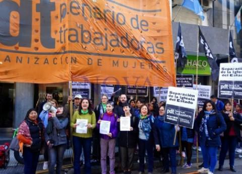 """Tres activistas enfrentan un juicio y denuncian que """"hay una escalada en el amedrentamiento al movimiento de mujeres"""""""