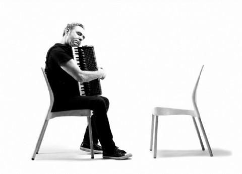 """El compositor César Lerner presenta """"Acordeón"""", propuesta en la que creará piezas a medida de cada espectador"""