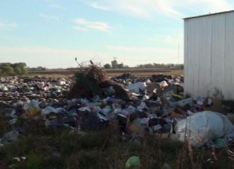 Un hombre vive en el basural de Rojas en condiciones denigrantes