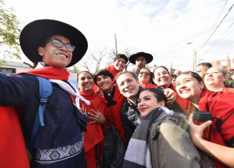 Fernando Gray celebró el Día de la Independencia junto a vecinos de Esteban Echeverría