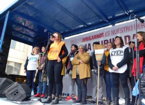 """""""Ni una jubilada menos"""": Ladrilleros reclamó por el derecho de las mujeres trabajadoras"""