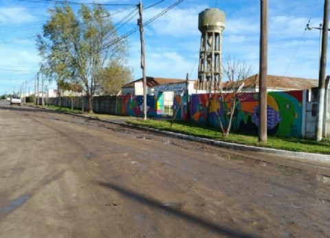 Necochea: Puerto Quequén pavimenta los accesos a las escuelas, los jardines y al Hospital local