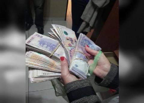 Con las manos en la masa: un comisario cobró 7.000 pesos de coima, lo descubrieron echaron y detuvieron