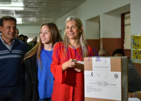 La candidata a intendente de Trelew, Florencia Papaiani, se solidarizó con los periodistas y denunció robo de boletas