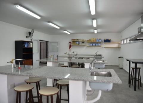 Fernando Gray inauguró un laboratorio en la Escuela Secundaria Nº 30 de Monte Grande