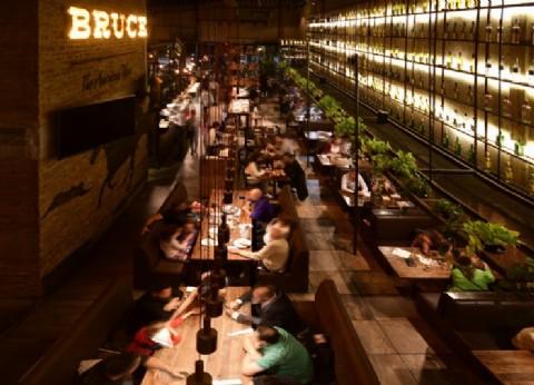 Bruce Grill Station y el desembarco del espíritu rústico del Lejano Oeste en Ramos Mejía