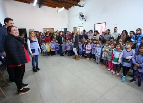 El Municipio de Esteban Echeverría entregó ayuda al Jardín de Infantes Nº 915