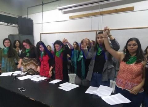 Chubut: denuncian a un docente de la Universidad Nacional de la Patagonia por violencia de género