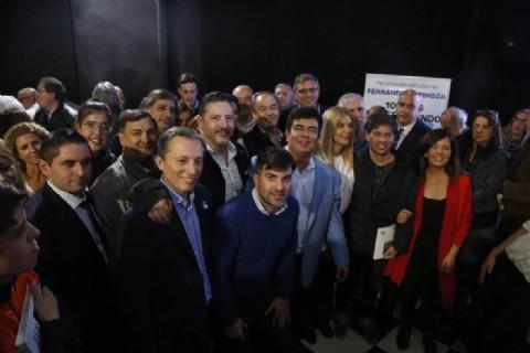 Acompañado por políticos y figuras de la cultura, Fernando Espinoza presentó su libro