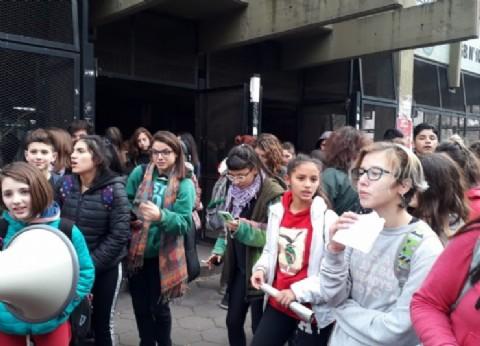 Morón: estudiantes tomaron la sede del Consejo Escolar por la falta de calefacción y gas en las escuelas