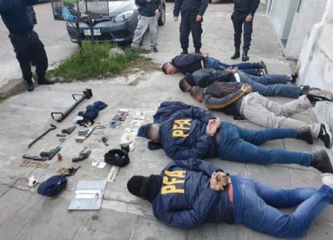 Cayó banda de falsos policías federales que simulaban allanamientos para robar en viviendas