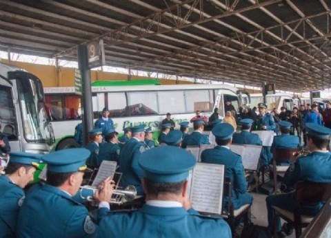 La Banda de Música del Servicio Penitenciario sorprendió esta vez en la Terminal de Micros de La Plata