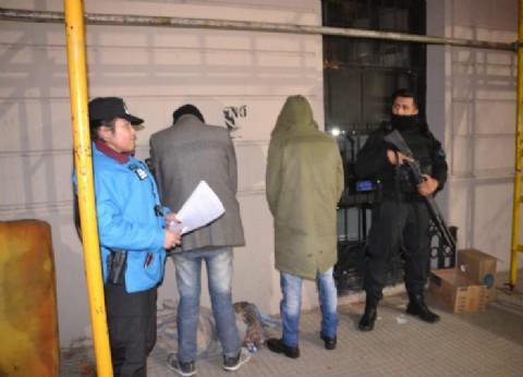 Atraparon a dos hombres prófugos de la justicia que tenían pedido de captura