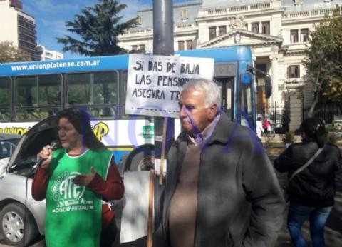 Jubilados y pensionados bonaerenses ya no llegan a fin de mes y piden aumentos de sus haberes