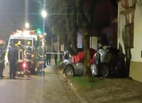 Otra tragedia mancha de sangre a Monte: dos muertos y un herido grave en un choque