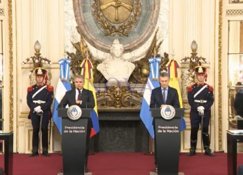 El Presidente colombiano le chupó las medias a Macri y apoyó su reelección