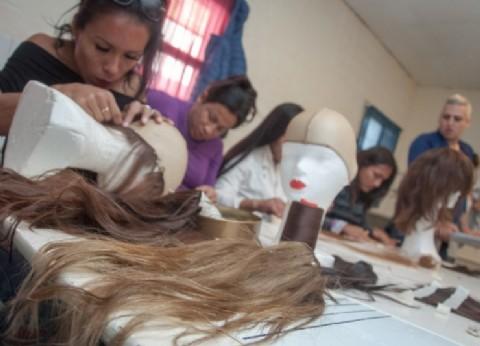 Internas trans de una cárcel de Florencio Varela confeccionaron pelucas para donar a pacientes oncológicos