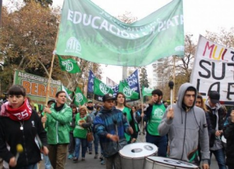 Trabajadores de Educación de la provincia exigieron la devolución de los descuentos