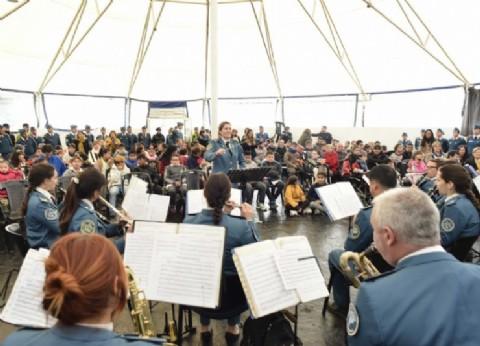 Más de 150 chicos y adultos discapacitados disfrutaron un show brindado por la Banda de Música del SPB