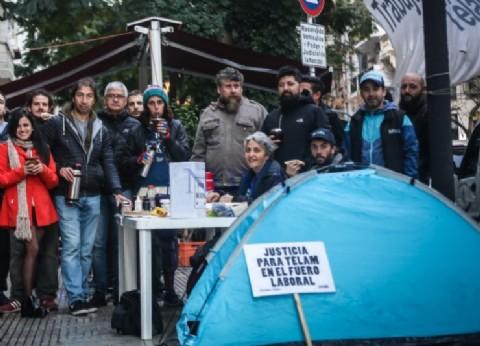 """Los trabajadores de Télam continúan con el acampe: """"Quieren callar a la prensa crítica"""""""