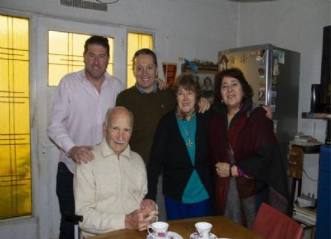 El intendente de Esteban Echeverría festejó los 90 años de un vecino de Monte Grande