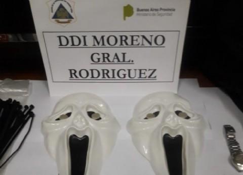 De terror: delincuentes cometían entraderas con máscaras usadas en la película Scream
