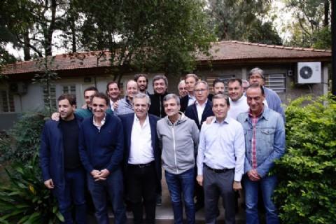 """Todos unidos triunfaremos"": cumbre de intendentes kirchneristas con Alberto Fernández y Máximo"