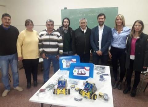 Entrega de kits tecnológicos y robots de aprendizaje a la Escuela Técnica de General Villegas
