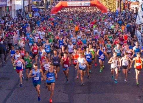 """Casi 5 mil corredores en la prueba atlética """"Día del Vidriero"""" en Berazategui"""