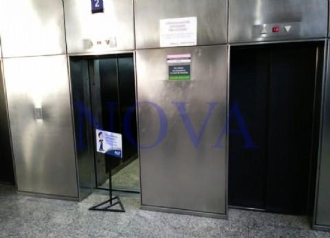 """Un ascensor de la """"Torre 2"""" tuvo un descenso violento con 9 ocupantes y casi termina en una tragedia en La Plata"""