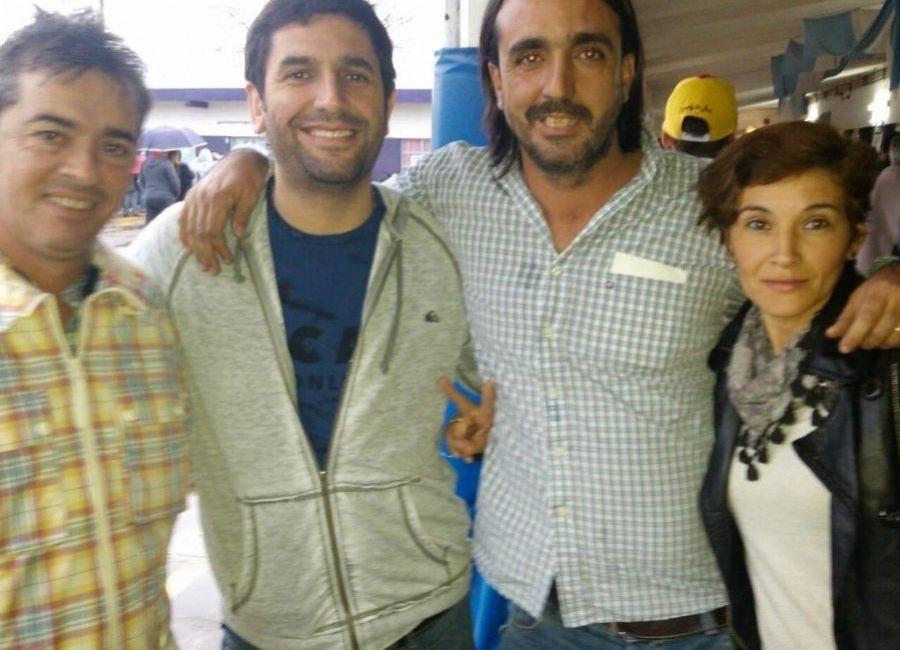 Abinet junto a Susana González, secretaria de la Cooperativa Lara, y Lucas Olazagasti en un acto en el Luna Park.